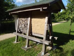 Freistehendes Insektenhotel